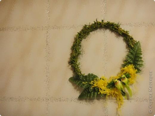 вот такие простенькие в исполнении веночки выгодно украсят ваш дом или офис в преддверии праздника. фото 7