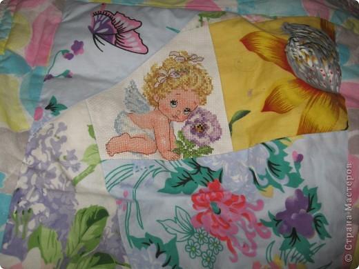 """Вот такое одеяльце для дочки получилось из вышивок-""""малышек"""" и маминого увлечения пэчворком. фото 2"""