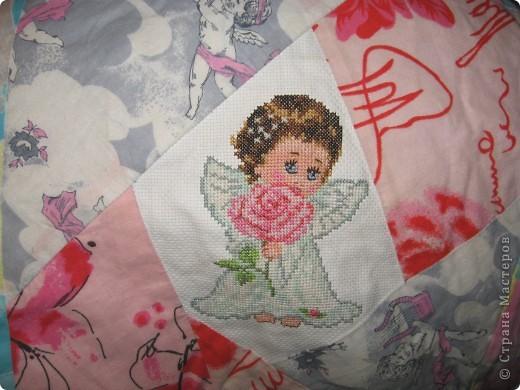 """Вот такое одеяльце для дочки получилось из вышивок-""""малышек"""" и маминого увлечения пэчворком. фото 4"""