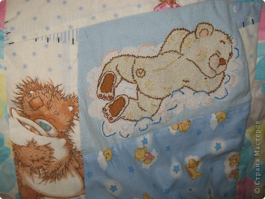 """Вот такое одеяльце для дочки получилось из вышивок-""""малышек"""" и маминого увлечения пэчворком. фото 7"""