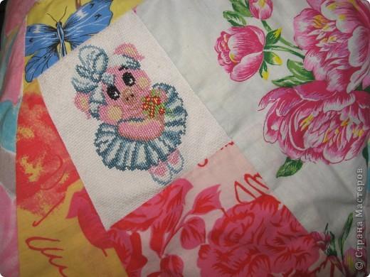 """Вот такое одеяльце для дочки получилось из вышивок-""""малышек"""" и маминого увлечения пэчворком. фото 10"""