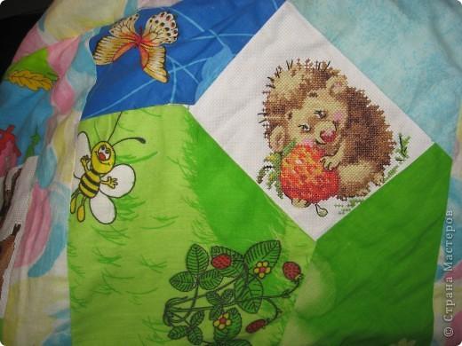 """Вот такое одеяльце для дочки получилось из вышивок-""""малышек"""" и маминого увлечения пэчворком. фото 9"""