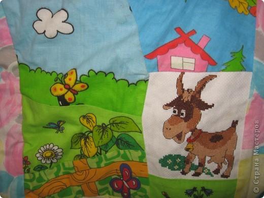 """Вот такое одеяльце для дочки получилось из вышивок-""""малышек"""" и маминого увлечения пэчворком. фото 8"""