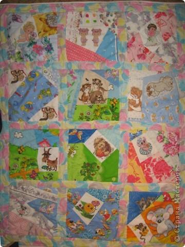 """Вот такое одеяльце для дочки получилось из вышивок-""""малышек"""" и маминого увлечения пэчворком. фото 1"""