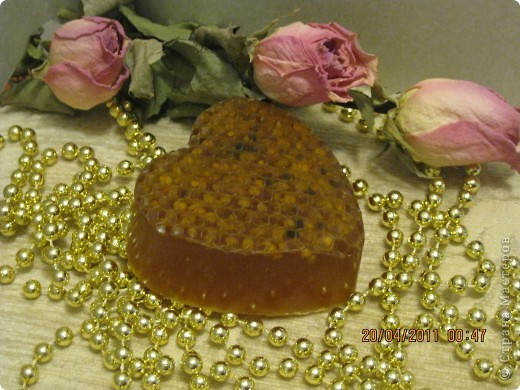 Вид сбоку. Приятный аромат меда. фото 1
