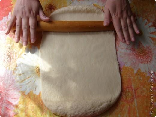 Вот решила поделиться с вами нашим любимым пирогом и надеюсь, он будет украшать ваши семейные вечера своим восхитительным вкусом. Этот пирог я готовлю с разными начинками. Сейчас пост и я приготовила его с грибами и капустой(моя самая любимая начинка), но еще я готовлю его с картошкой и печенью, просто с картошкой и жаренным луком, капуста с яйцом. рыбой...в общем полный полет фантазий. фото 11
