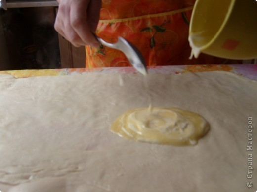 Вот решила поделиться с вами нашим любимым пирогом и надеюсь, он будет украшать ваши семейные вечера своим восхитительным вкусом. Этот пирог я готовлю с разными начинками. Сейчас пост и я приготовила его с грибами и капустой(моя самая любимая начинка), но еще я готовлю его с картошкой и печенью, просто с картошкой и жаренным луком, капуста с яйцом. рыбой...в общем полный полет фантазий. фото 13