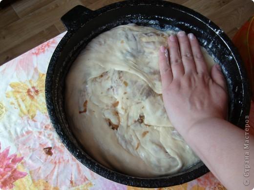 Вот решила поделиться с вами нашим любимым пирогом и надеюсь, он будет украшать ваши семейные вечера своим восхитительным вкусом. Этот пирог я готовлю с разными начинками. Сейчас пост и я приготовила его с грибами и капустой(моя самая любимая начинка), но еще я готовлю его с картошкой и печенью, просто с картошкой и жаренным луком, капуста с яйцом. рыбой...в общем полный полет фантазий. фото 26