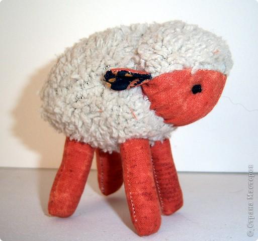 """У барана и овечки Серебристые колечки Называются """"руно"""" - Вяжут из него давно Варежки, носки и шапки... В них зимой тепло ребяткам.  Никитина Н. фото 7"""
