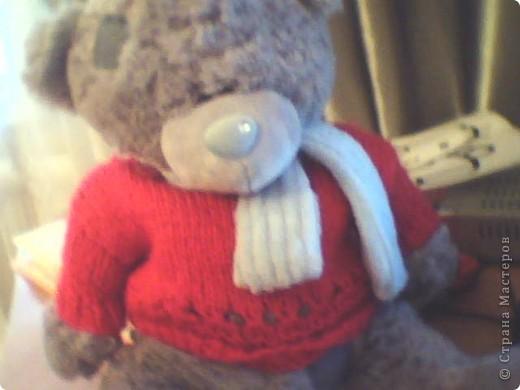 Обратите внимание на свитер,мне его связала моя мама.она мне его связала для куклы, когда я больше в неё не играла, мне купили мишку тедди, я подумала, не одеть бы его на мишку?Ну вот , одела!!!