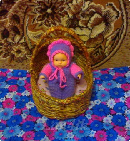 Купила я своей 5-летней доченьке, Олесеньке, вот такую куколку, связала ей одёжку. фото 1