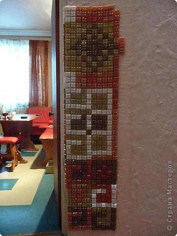 Это моя любимая мозаика. Стены вокруг выключателей особенно часто загрязняются. Вот и назрело такое решение: облеить оштукатуренную стену вокруг выключателя. И получилось супер! фото 9