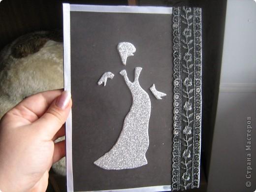 Насмотрелась я на разных сайтах какие красивые и интересные открытки делают мастерицы да рукодельницы и решила попробовать сама. Тем более и повод намечается: день рождения моей сестры. Девушка она у нас гламурная и стильная. Значит, и открытка должна быть соответствующей. фото 1