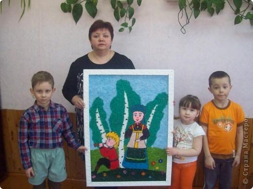 Вот такую картину сделали воспитанники нашего детсада вместе с педагогом по ИЗО на конкурс о родном крае. Картина выполнена из нарезанной пряжи.  фото 1