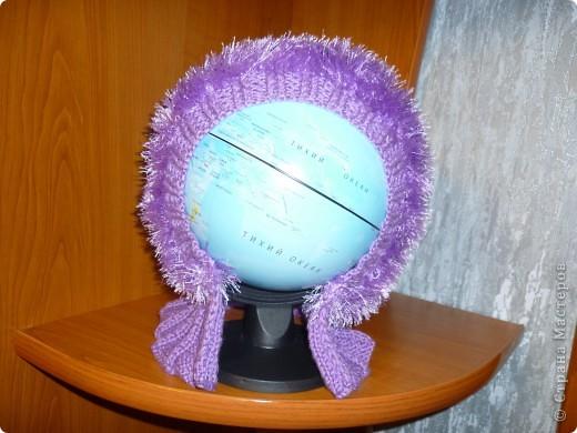 моделью выступил глобус, потому, что та которой предназначена эта шапка очень далеко от меня((( фото 2