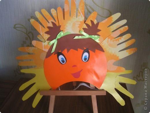 """В детский сад дочке нужна была маска солнышка и я сразу вспомнила про замечательные солнышки СМ из """"ладошек"""". Кто автор я не знаю, т.к. теперь работ таких уже много. Всем мастерам большое спасибо. Ну, а наша маска всем понраилась фото 1"""