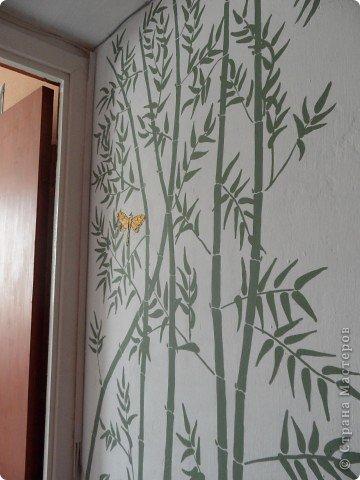 Бамбук смотрится живенько. Акриловая краска наносится отлично, сохнет быстро и изменять рисунок поверх краски реально. Это вам не витраж!:))  фото 1