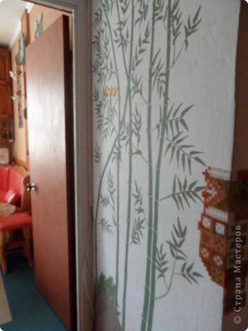 Бамбук смотрится живенько. Акриловая краска наносится отлично, сохнет быстро и изменять рисунок поверх краски реально. Это вам не витраж!:))  фото 2