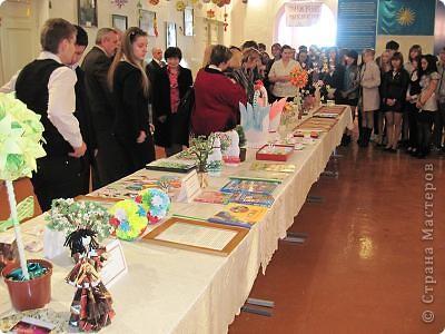 Вот, как и обещала отчет о выставке в моем городе. Посвящена выставка трагическим событиям в Чернобыле (25 лет назад) и событиям сегодняшним в Японии (11 марта этого года). Это ведущие открывают выставку. фото 3