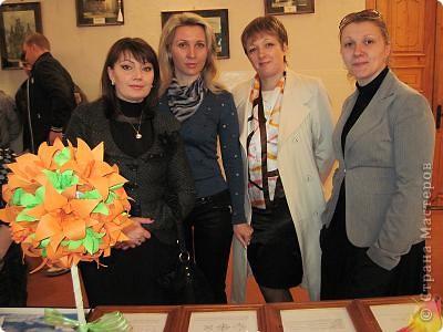 Вот, как и обещала отчет о выставке в моем городе. Посвящена выставка трагическим событиям в Чернобыле (25 лет назад) и событиям сегодняшним в Японии (11 марта этого года). Это ведущие открывают выставку. фото 9