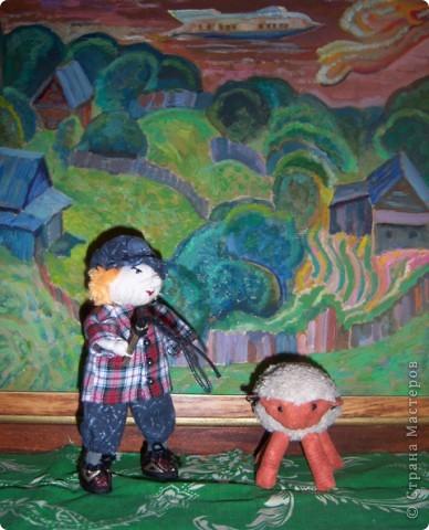 На лугу стоят овечки, Шерсть закручена в колечки, А играет для овечек На свирели человечек. Это Ванечка-пастух! У него хороший слух. Он и волка ненавидит, И ягнёнка не обидит, Не обидит нипочём. Быть Ванюше скрипачом!   Юнна Мориц фото 11
