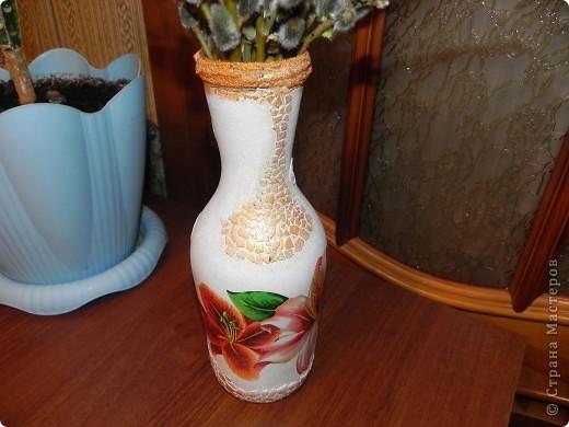 Вот такую вазочку сделала из бутылки из-под вина. Вид спереди фото 1
