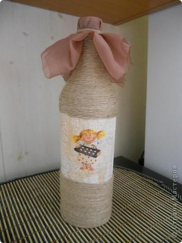 Вот такую вазочку сделала из бутылки из-под вина. Вид спереди фото 5