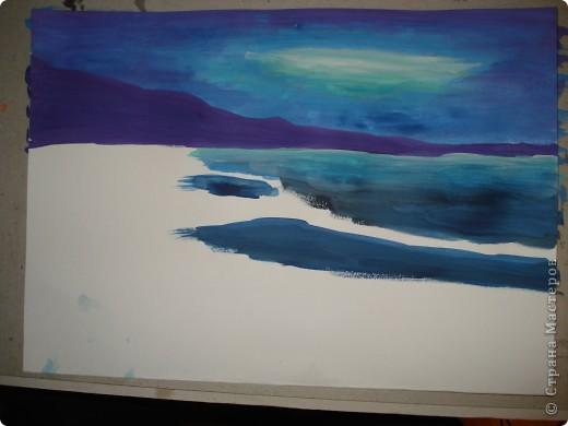 """Добрый вечер.Наконец-то я выкроила время на своё любимое занятие.В этот раз пробовала рисовать море,волны.Долго я приглядывалась к этой теме,всё не решалась попробовать морскую тематику.Ну вот что получилось.Ошибок,конечно много,есть над чем работать.Но оказалось не так трудно.Поэтому предлагаю вам попробовать вместе со мной.  Нам потребуется гуашь художественная,бумага для акварели А-3,кисти.Я рисовала плоской синтетикой №10""""Черная речка"""",простой плоской щетиной №12 и мелкие детали белкой №2. фото 6"""