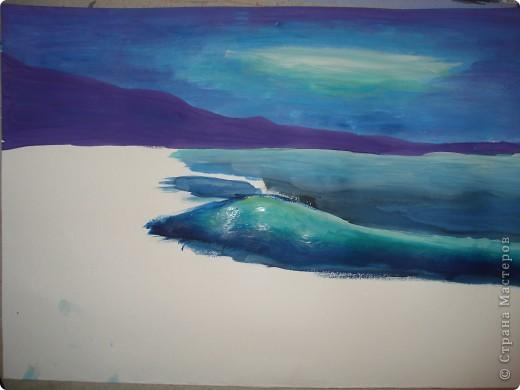 """Добрый вечер.Наконец-то я выкроила время на своё любимое занятие.В этот раз пробовала рисовать море,волны.Долго я приглядывалась к этой теме,всё не решалась попробовать морскую тематику.Ну вот что получилось.Ошибок,конечно много,есть над чем работать.Но оказалось не так трудно.Поэтому предлагаю вам попробовать вместе со мной.  Нам потребуется гуашь художественная,бумага для акварели А-3,кисти.Я рисовала плоской синтетикой №10""""Черная речка"""",простой плоской щетиной №12 и мелкие детали белкой №2. фото 8"""