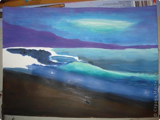 """Добрый вечер.Наконец-то я выкроила время на своё любимое занятие.В этот раз пробовала рисовать море,волны.Долго я приглядывалась к этой теме,всё не решалась попробовать морскую тематику.Ну вот что получилось.Ошибок,конечно много,есть над чем работать.Но оказалось не так трудно.Поэтому предлагаю вам попробовать вместе со мной.  Нам потребуется гуашь художественная,бумага для акварели А-3,кисти.Я рисовала плоской синтетикой №10""""Черная речка"""",простой плоской щетиной №12 и мелкие детали белкой №2. фото 11"""