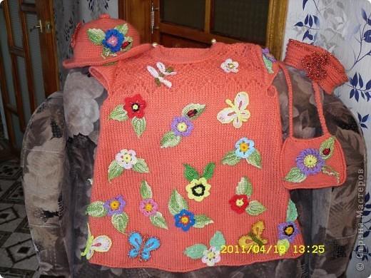 Платье для внучки,связано из шерсти , на спицах и отделка крючком. фото 1
