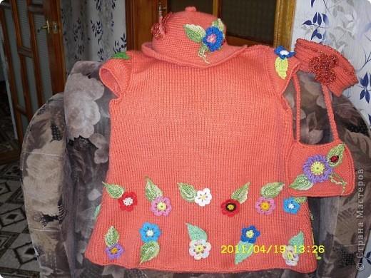Платье для внучки,связано из шерсти , на спицах и отделка крючком. фото 2
