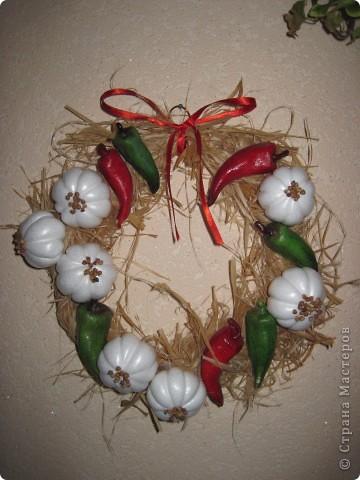По МК Ольги  http://stranamasterov.ru/node/67462 сделала веночек с перчиком и чесночком.   Нынешняя хозяйка довольна фото 2