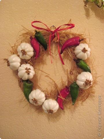 По МК Ольги  http://stranamasterov.ru/node/67462 сделала веночек с перчиком и чесночком.   Нынешняя хозяйка довольна фото 3