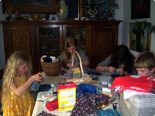 На каникулах можно и поучиться делать русских куколок-оберег. фото 2
