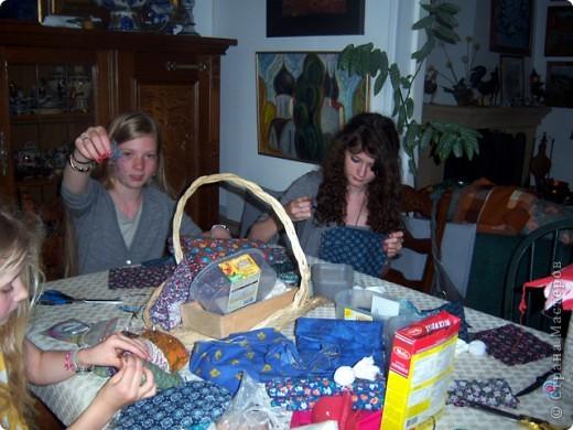 На каникулах можно и поучиться делать русских куколок-оберег. фото 3