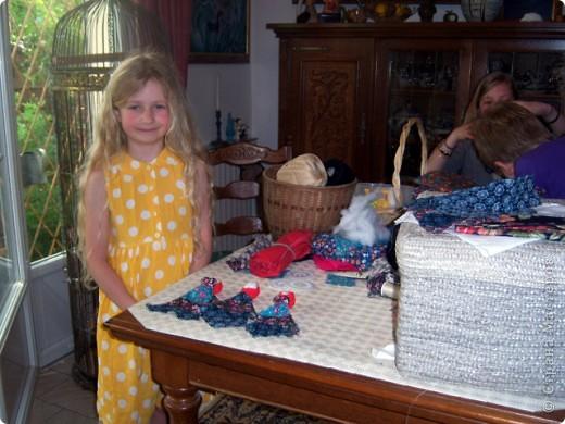 На каникулах можно и поучиться делать русских куколок-оберег. фото 5