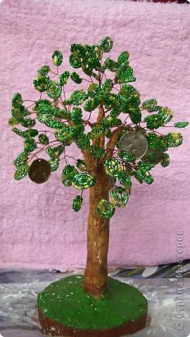 спасибо мастерицам!!! Заразили  деревьями, я пособирала дома весь биссер и сделала 3 дерева,зеленое золотое и красное.(у красного еще ствол не готов)Спасибо всем мастерицам за понятные МК.Желаю в дальнейшем им здоровья и творческих успехов фото 1