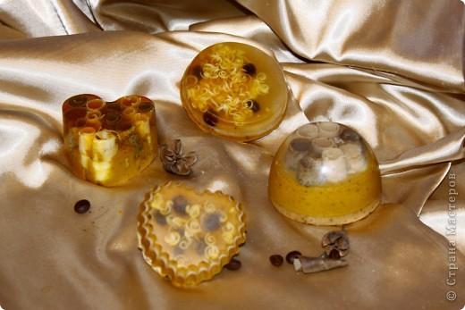 Мыльная основа (Англия SLS free); базовые масла облепиховое,миндальное эфирные масла корица, апельсин, бергамот   фото 1