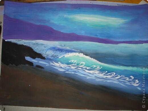 """Добрый вечер.Наконец-то я выкроила время на своё любимое занятие.В этот раз пробовала рисовать море,волны.Долго я приглядывалась к этой теме,всё не решалась попробовать морскую тематику.Ну вот что получилось.Ошибок,конечно много,есть над чем работать.Но оказалось не так трудно.Поэтому предлагаю вам попробовать вместе со мной.  Нам потребуется гуашь художественная,бумага для акварели А-3,кисти.Я рисовала плоской синтетикой №10""""Черная речка"""",простой плоской щетиной №12 и мелкие детали белкой №2. фото 16"""