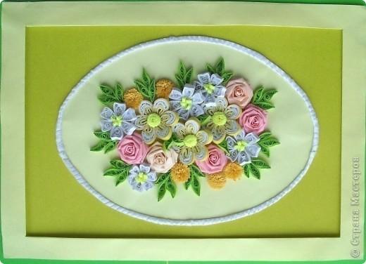 Сделала еще одну цветочную композицию в подарок коллеге в День рождения вместо открытки. Композиция выполнена на листе формата А4. Овал оформлен атласной ленточкой. Спасибо большое Танюше (Tatiyna) http://stranamasterov.ru/node/134113. фото 3