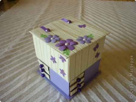 Комодик из спичечных коробков и открытка с вышитым ежиком. фото 2
