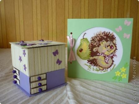 Комодик из спичечных коробков и открытка с вышитым ежиком. фото 1