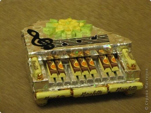 Это пианино с дочкой смастерили для преподавателя фортепиано.