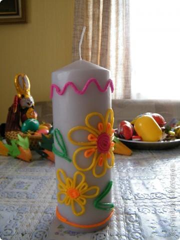 """Обычную белую свечку украсила детским мягким воском для поделок. Делала все за 10 минут, по принципу """"Ну хоть что-то"""", потому что так получилось, что времени как следует подготовиться к Пасхе совсем не было, приболели, учились... фото 2"""