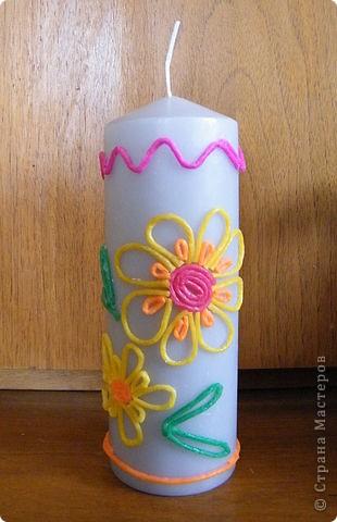 """Обычную белую свечку украсила детским мягким воском для поделок. Делала все за 10 минут, по принципу """"Ну хоть что-то"""", потому что так получилось, что времени как следует подготовиться к Пасхе совсем не было, приболели, учились... фото 1"""