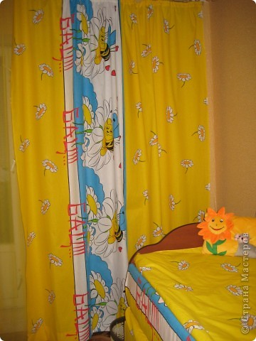 По интернету увидела акцию, 50% скидка на ткань, поехала в магазин и купила 7,5м Х,б ткани,сшила шторы в детскую и и этой же тканью обтянула кровать. фото 3