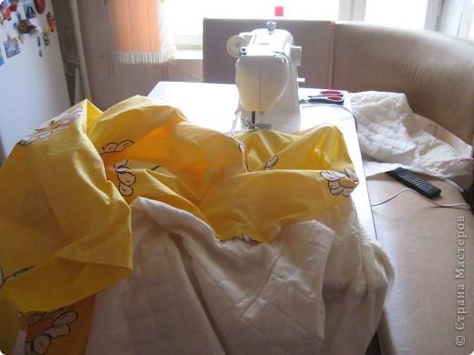 По интернету увидела акцию, 50% скидка на ткань, поехала в магазин и купила 7,5м Х,б ткани,сшила шторы в детскую и и этой же тканью обтянула кровать. фото 1