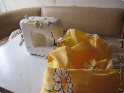 По интернету увидела акцию, 50% скидка на ткань, поехала в магазин и купила 7,5м Х,б ткани,сшила шторы в детскую и и этой же тканью обтянула кровать. фото 2