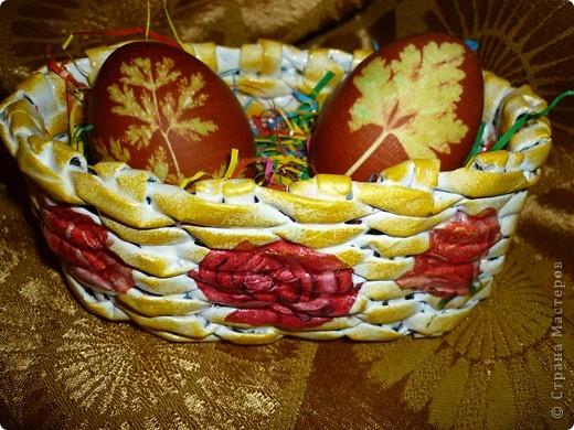 Поздравляю ВСЕХ с ВЕЛИКОЙ ПАСХОЙ! Как жаль что ВАМ кулич не подарить, что и яичко по сети ВАМ не отправить.... ..Вот к празднику в подарок сплела вторую корзиночку. фото 1